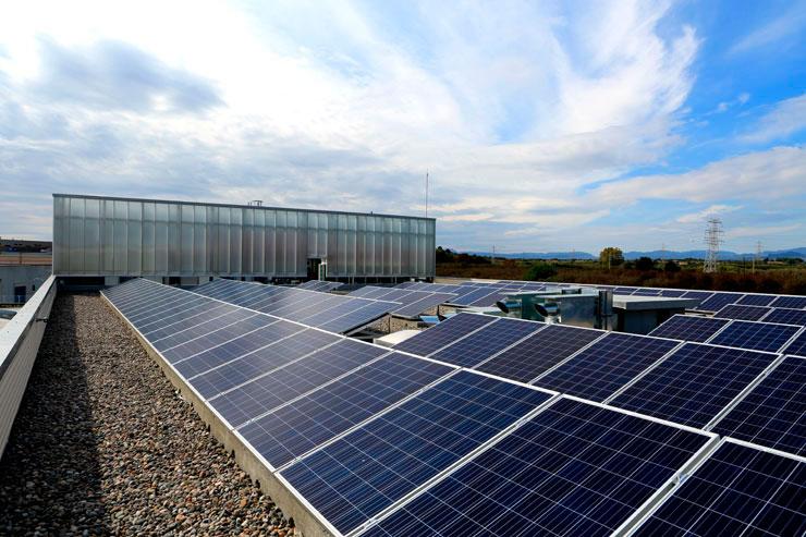 Paneles Solares Nave Industrial y Oficinas Sorigué